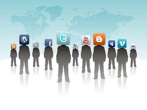 """'Sosyal medya uzmanı' için minimum eğitim düzeyi""""lisans"""" olarak belirlendi."""