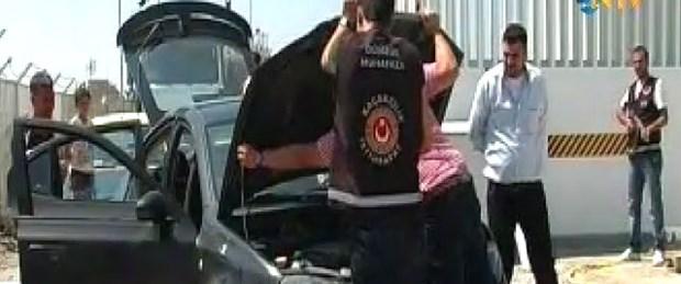 Suriyelilerin aracından 177 kilo patlayıcı çıktı