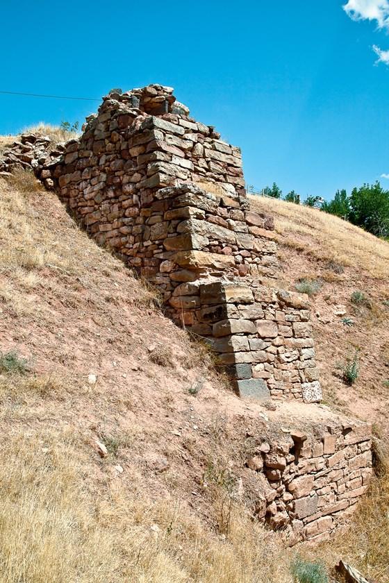 Sulucakarahöyük'te sur duvarlarını destekleyen payandalar Demir Çağı'na tarihleniyor.