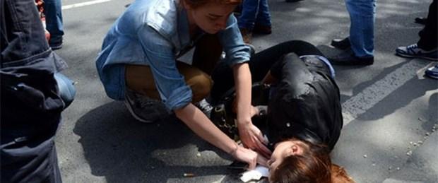 Taksim'de genç kıza otomobil çarptı