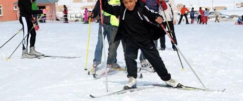 Taş atan çocuk için 'kayak açılımı'