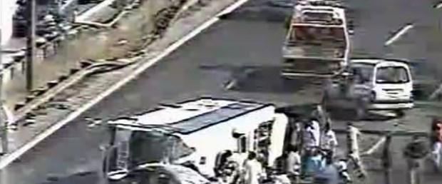 TEM'de otobüs devrildi, trafik durdu