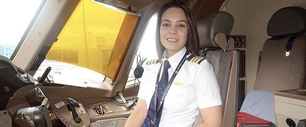 kolombiyalı kadın pilot thy.jpg