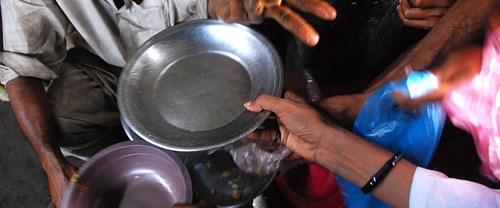 Tonlarca yiyecek çöpte, milyonlar aç