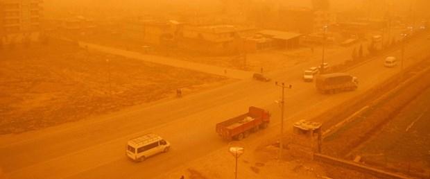 Toz bulutu Şırnak'ta okulları tatil ettirdi