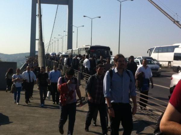 Trafik durdu insanlar yürüdü
