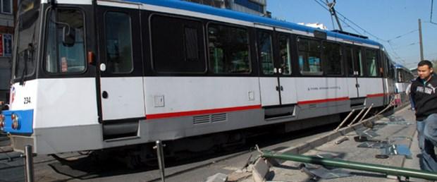 Tramvay Beyazıt'ta raydan çıktı