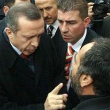 """Mersinli çiftçi Kemal Öncel,beş yıl önce Başbakan Erdoğan'ı protesto etmiş ve Erdoğan'dan """"ananı da al git"""" karşılığını almıştı."""