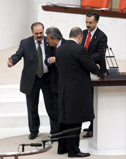 Türban Meclis'ten böyle geçti