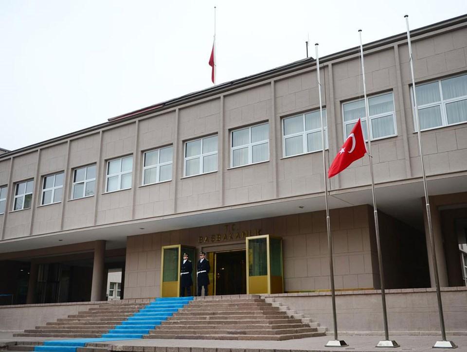 Türk Bayraklar yarıya indirildi