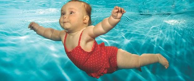 Türk bebekleri de suyun altında yüzecek