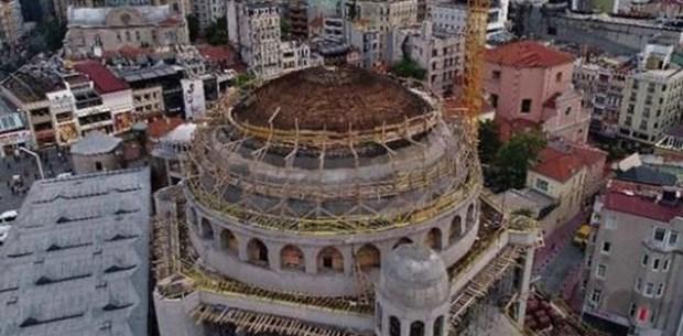 Taksim Camii'nde son durum (Ana kubbe betonla kapatılıyor)