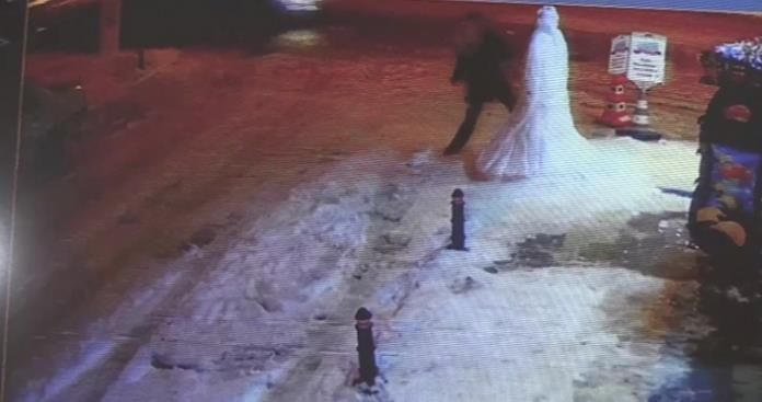 Kardan adama yumruk ve tekme atıp kaçtı