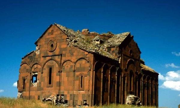Cami ve kilise bir arada