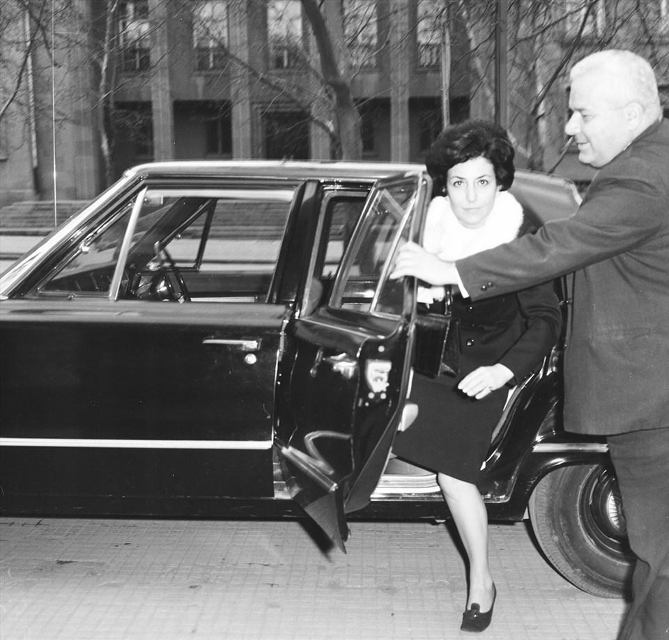 Dönemin Sağlık ve Sosyal Yardım Bakanı Akyol, 28 Mart 1971'de Başbakanlık Merkez Bina'ya gelişinde görülüyor.(Arşiv)