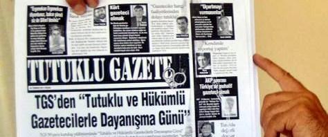 Tutuklu gazeteciler gazete çıkartıyor
