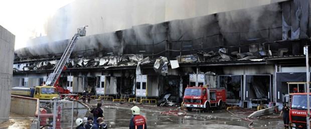 Tuzla'da depoda yangın: 1 ölü