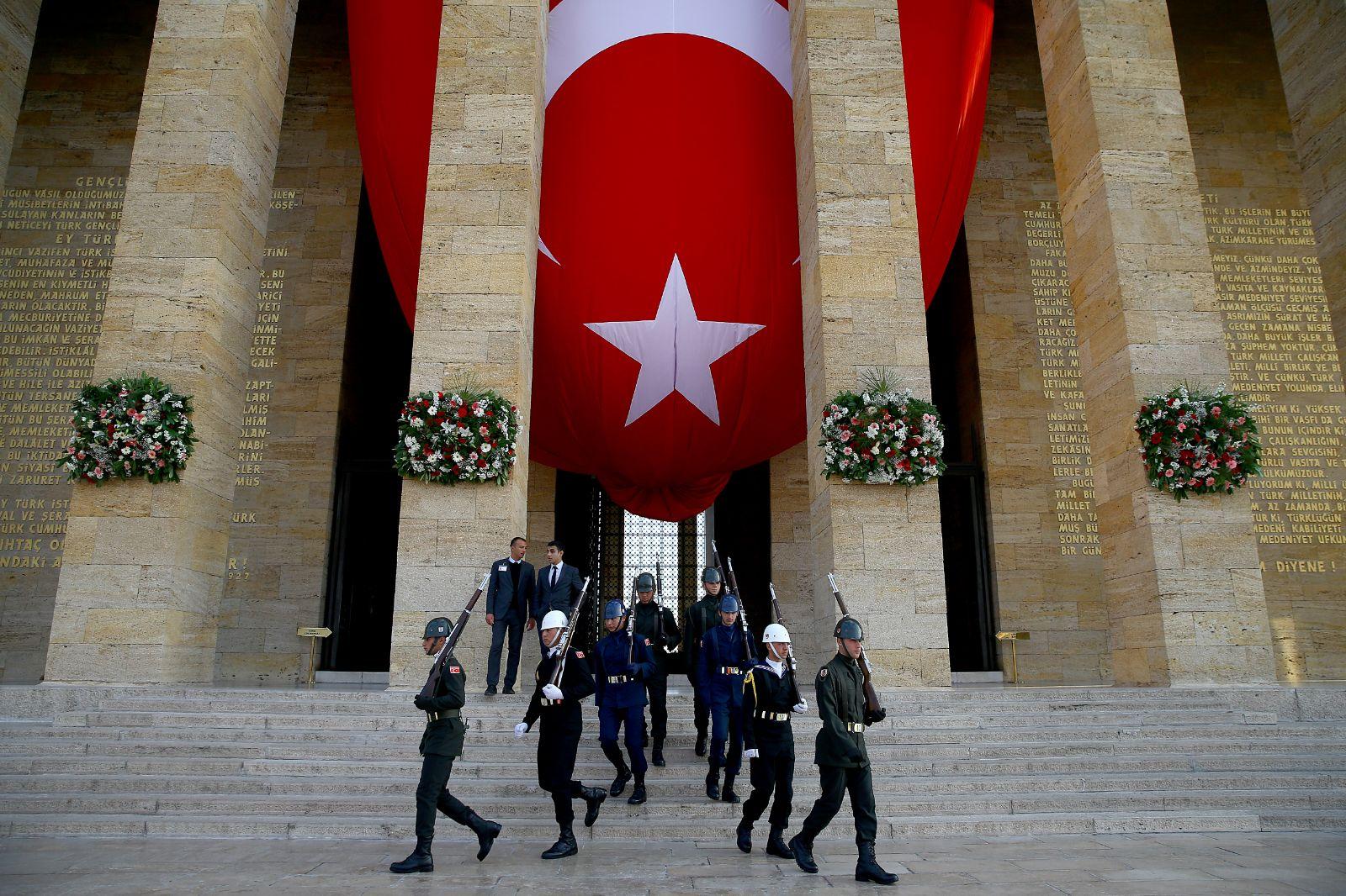 Atatürk, Anıtkabirde düzenlenen devlet töreniyle anıldı