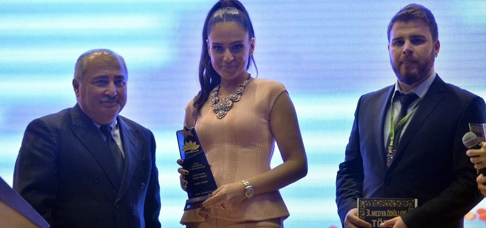 NTV'de Gece Bülteni'ni sunan Buket Aydın Baykal, en iyi kadın haber spikeri ödülünü aldı.