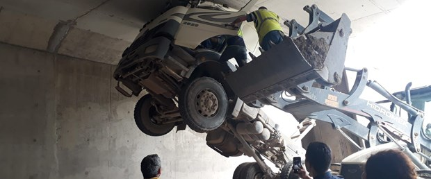 kamyonun-damperini-acik-unutan-surucu-olumden-dondu_3133_dhaphoto2.jpg
