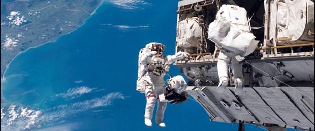 UUİ'de 6 saatlik uzay yürüyüşü başladı