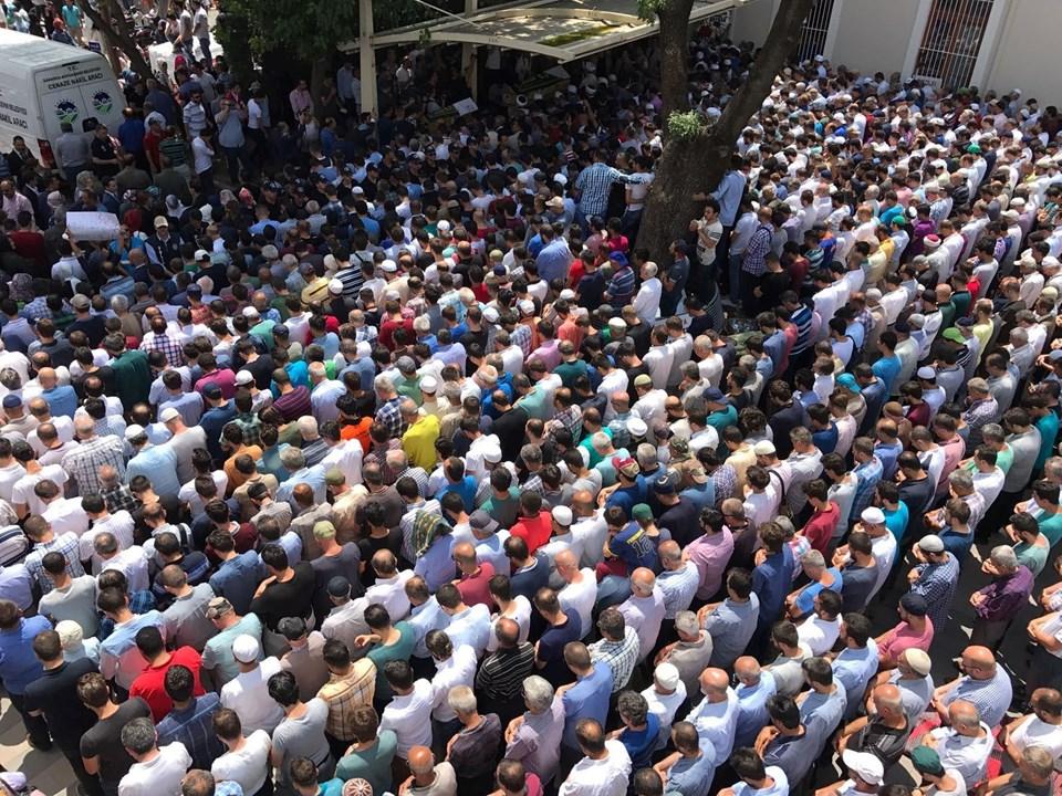 Cenaze töreninde çok sayıda kişi hazır bulundu.
