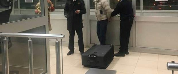 gurcu-kadin-valiz-icinde-turkiyeye-giris-yapmak-isterken-yakalandi_8997_dhaphoto1.jpg