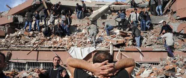 Van 7,2'yle yıkıldı: Ölü sayısı 300'e yaklaştı