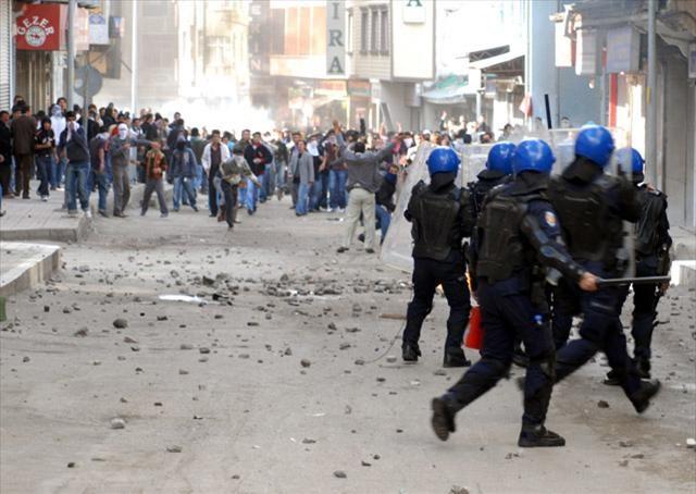 Van'da Başbakan'a protesto