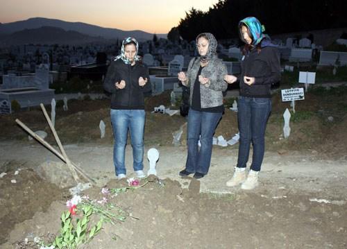 Vatansever, Yalova Şehir Mezarlığı'na defnedildi.
