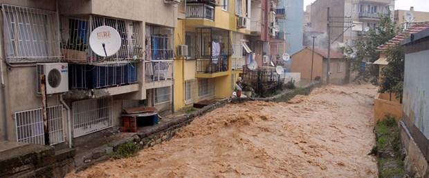Yağmur İzmir'e boşaldı