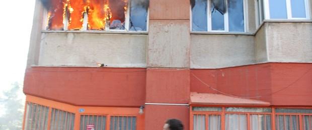 Yangın çıkan apartmanda can pazarı