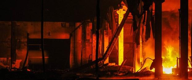 Yangın fabrikayı kül etti