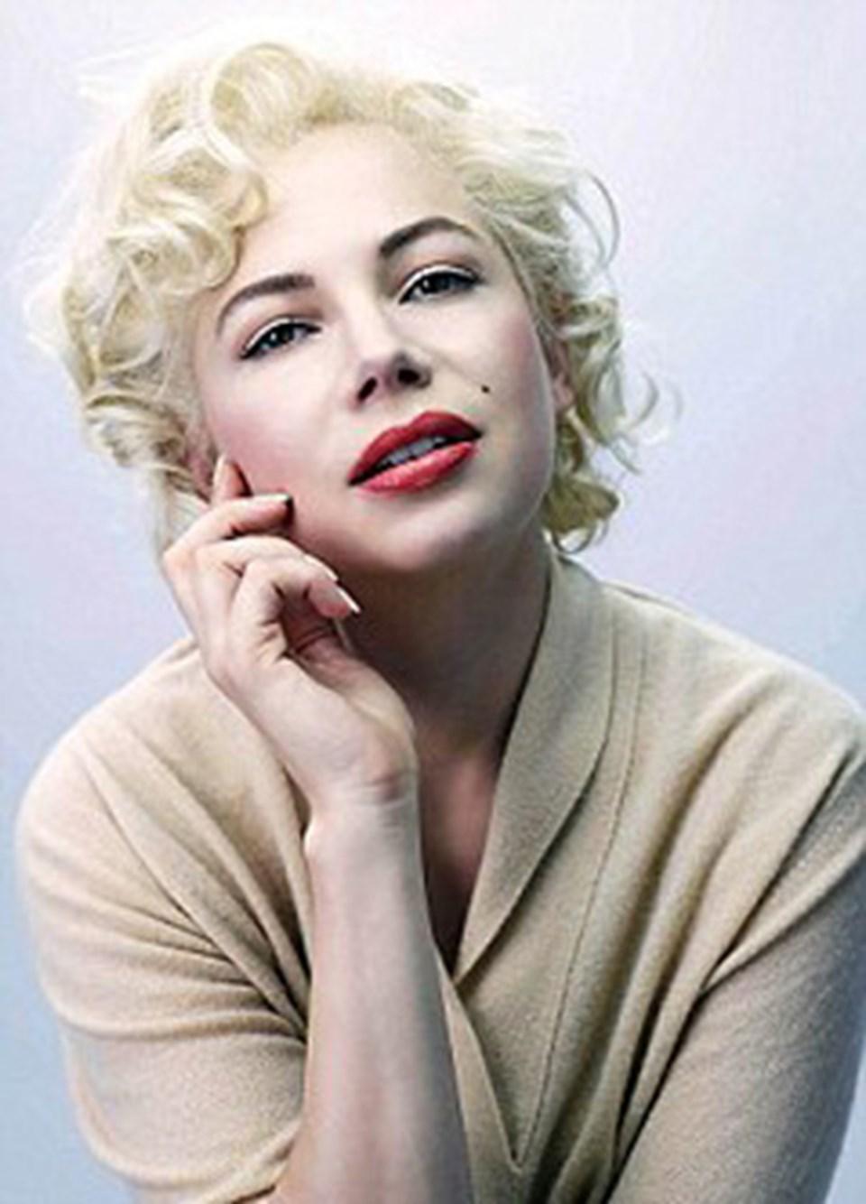 """Fiziksel olarak ünlü sarışına çok benzeyen Williams, """"Marilyn bende çok farklı. Onu anlamak için eğitim bile aldım.""""diyor"""