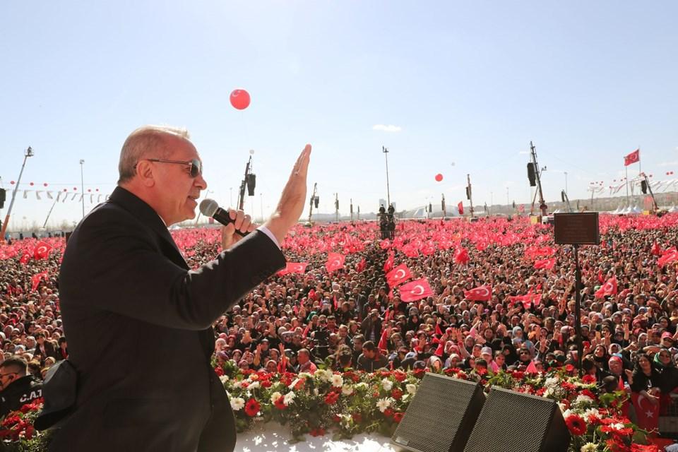 """""""1 MİLYON 600 BİN KİŞİ YENİKAPI'DA"""""""