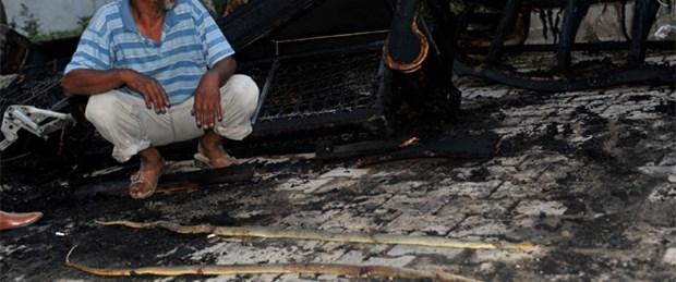 Yılanların bastığı evini korkudan yaktı