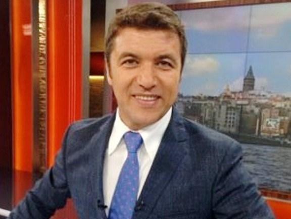 İsmail Küçükkaya (47), Hürriyet, Sabah ve Star gazetelerinde muhabirlik yaptıktan sonra Akşam gazetesinde Ankara temsilcisive genel yayın yönetmeni olarak görev yaptı. 6 yıldır Fox TV'de Çalar Saat adlı sabah programını hazırlayıp sunuyor.