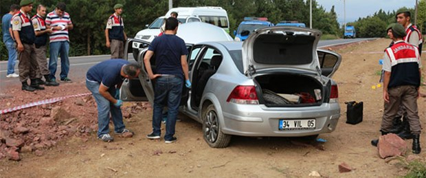 Yol kenarında iki ceset bulundu