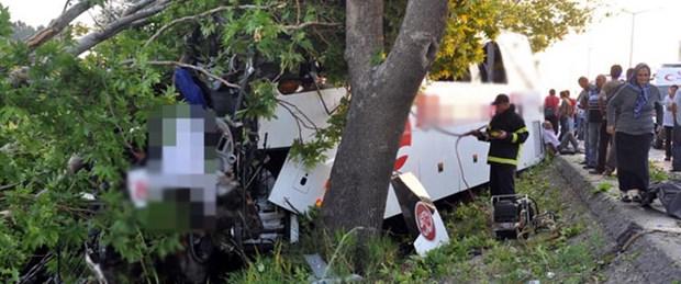 Yolcu otobüsü ağaçlara çarptı: 6 ölü