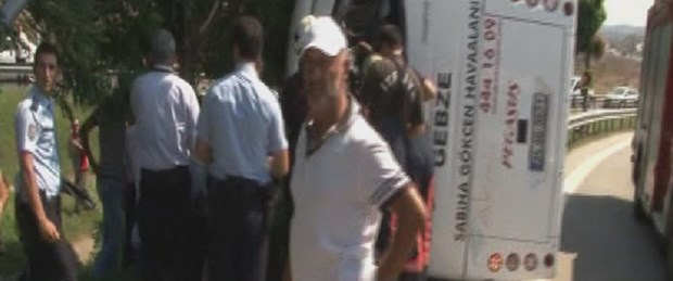 Yolcu servisi devrildi: 1 ölü, 9 yaralı