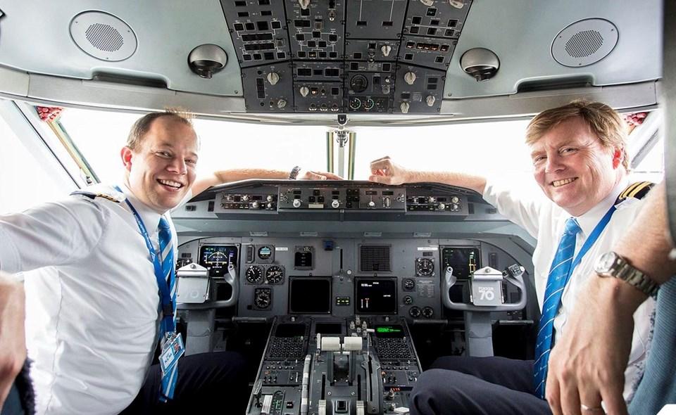Hollanda Kralı Willem-Alexander (sağda) uçuşu gerçekleştirdi.