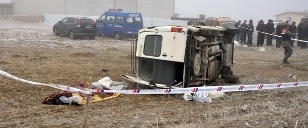 yolcu-minibusu-sarampole-devrildi-1-olu-9-yarali-_3428_dhaphoto3.jpg