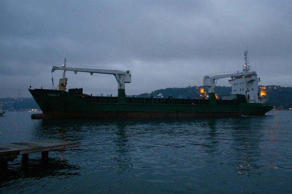 Yük gemisi Beykoz'da karaya oturdu