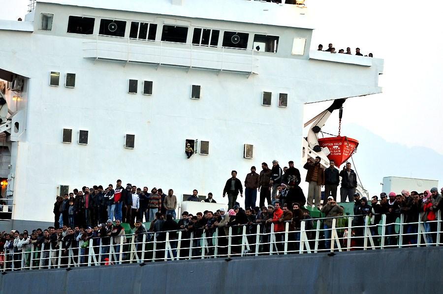 Yük gemisiyle 3 günde kurtuldular