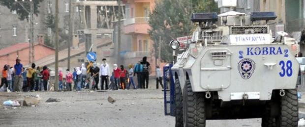 Yüksekova'da göstericiler polisle çatıştı