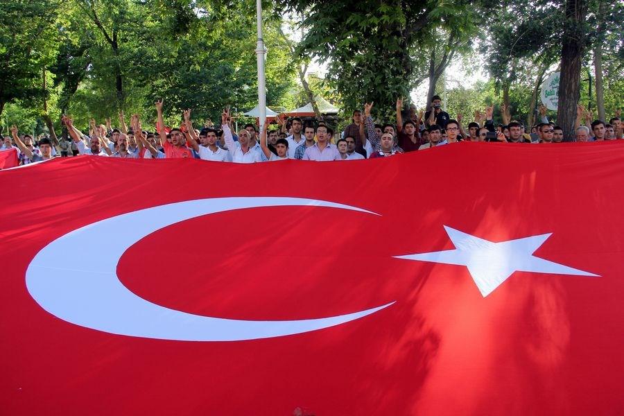 Yurtta 'bayrak' protestosu