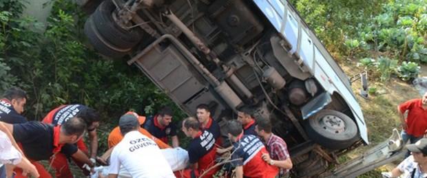 Zonguldak'ta halk otobüsü devrildi