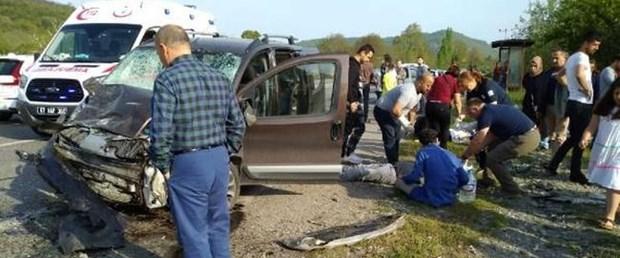 Zonguldak'ta iki kamyonet çarpıştı: 1 ölü, 4 yaralı