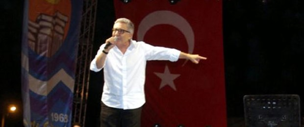 Zülfü Livaneli'ye konserde saldırı