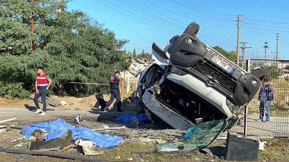 Tekirdağ'ın Ergene ilçesinde yük treni minibüse çarptı: 6 ölü - 3
